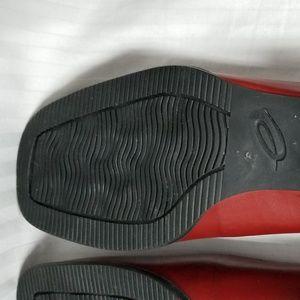 Easy Spirit Slip on size 7M Red